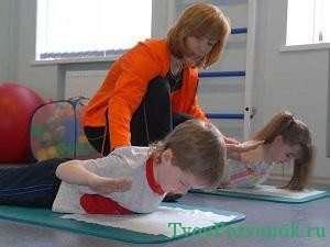 Упражнения при сколиозе для детей
