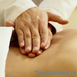 В домашних условиях можно разогреть и массировать область боли