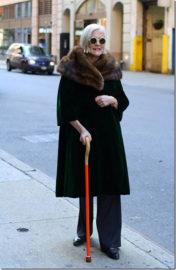 Женщина с тростью