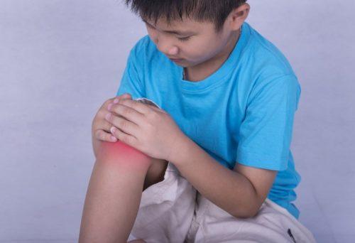 Ребенок с реактивным артритом колена